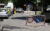 В2 - Забранено е влизането на пътни превозни средства в двете посоки